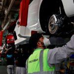 Малый ход: автозаводы притормаживают конвейеры