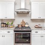 Десять лайфхаков, как обустроить маленькую кухню