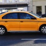 Проехать мимо комиссии: водители такси смогут заправляться, не выводя средства со счёта парка